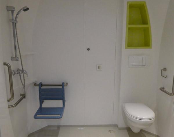 cabine sanitaire PMR personne mobilité réduite handicapé